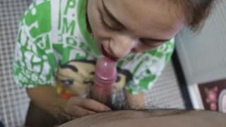 享受小迪麗熱巴幫口的樣子!看她對我吸舔挑逗我的蛋蛋與肉棒發出淫蕩聲響