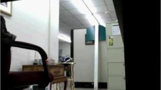 美女在辦公室內自慰自拍