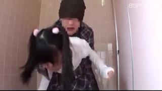 在廁所強姦蘿麗妹子