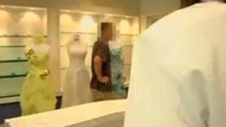 【無料エロ熟女動画】ブライダルエステで寝取られパコられてしまう結婚直前のお姉さん