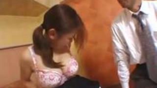 母乳でパンパンになった巨乳のお姉さんが出すミルクを美味しそうに飲む甘えん坊オヤジ
