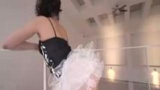 【無修正】バレエ経験のある軟体つるまん美しい女に3P生中出し