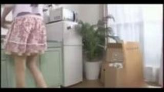 【巨乳動画無料】友達のママが巨乳ですげーエロい・・・思わず無理矢理手篭めに