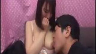 xvideosまとめ: 男とオナニーを見せ合い恥ずかしがりながらも感じちゃってる素人女性がぐちょぐちょのマンコに勃起ちんこを挿入される