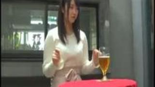 浅田結梨と挿し飲み!ロリカワ女優のヘベレケSEX!