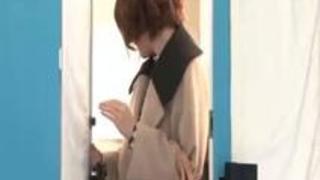 【MM号】童顔な美容師の優しい女の子が童貞君と筆おろしエッチ