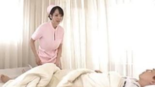 巨乳の巨乳アジアン看護婦