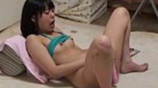 日本の女の子ユアディルドオナニー