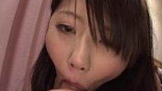 2人の驚くばかりの日本の売春婦は熱心に2人の角質の男を一緒に喜ばせます