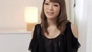 Yuriaは彼女の最初の日本のポルノ・キャスト中におしゃべりをする -  JAVz.seから