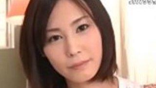 素晴らしい日本モデルクレイジーフェイシャル、小さなおっぱいの元祖真希