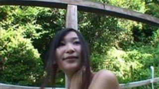 【素人】澄んだ空気が気持ちいい露天風呂の一時、熟女のレズプレイは誰得?