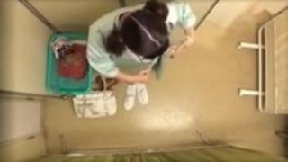 病院で犯された童顔美女