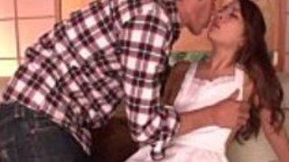 【二宮ナナ】裸エプロンで誘惑してくる痴女妻をアナルも責めつつ中出しセックス