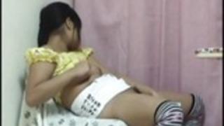 ヌード&日本人の女の子の自慰行為を覗き。