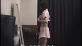AV女優MakoHigashioの着替えをのぞき。