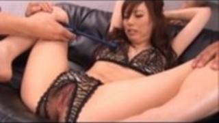宮澤ケイトアジアのスチュワーデスは彼女の角質の日付に素晴らしいボディを公開し、彼はミリアンペアに彼女の足を広げ