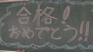 角質日本の教師が教室で彼女自身をファック