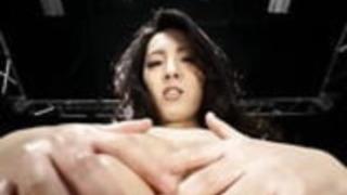 彼女の巨乳をぶち壊す巨乳なアジア人
