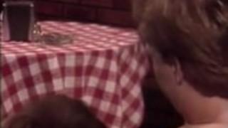 ヴィンテージポルノビデオでKascha、コートニー、ニッキ・シン
