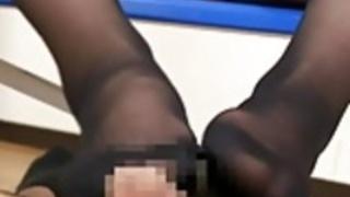 脚フェチ・マニア、北条麻妃(白石さゆり)パンスト美脚で熟女の足コキ、痴女ですなぁ・・・の動画
