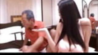 日本の父親であり、法律で花嫁ではない