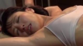 谷原希美:オイルマッサージに感じた美熟女がマンコ丸見えで悶えまくり
