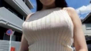 乱れた着衣のままハメ狂う人妻ムチムチIカップ爆乳ボディを惜しげもなく着衣のまま披露着の身着のままイキまくり三島奈津子