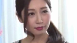 佐々木あき:とても綺麗な美熟女さんですがスケベで淫乱痴女です。隠語を口走りながらの激逝きセクロス