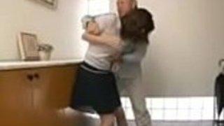 日本の主婦が侵入者に強く犯された