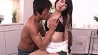ブルネット・リサ・ミナミ、セックスの前にアジアのフェラチオを披露 -  [30JAV.com]