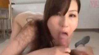 淫乱痴女教師辰巳ゆいの補習内容はセックス