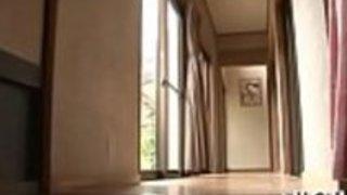 日本の母私はベッドルームのロマンスを性交したい
