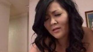 【城エレン電マ】垂れ乳で五十路で爆乳の熟女の、城エレンの電マバイブプレイエロ動画!!