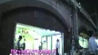 新橋でスナック経営する母娘と3P親子丼